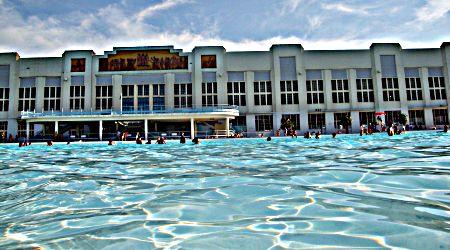 Le grand bassin de la piscine nakache ferm for Piscine toulouse