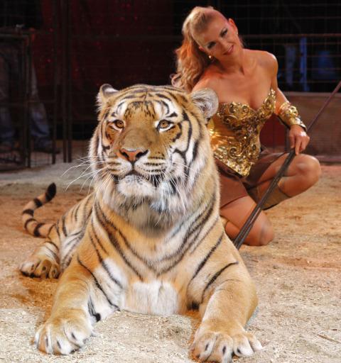 le tigre et la dompteuse du cirque Medrano