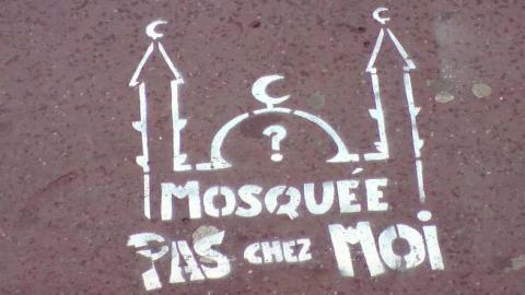 http://www.toulouse7.com/wp-content/uploads/2010/05/pochoir-mosquee-pas-chez-moi-Toulouse-Mai-2010.jpg