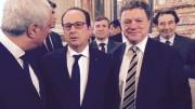Jean Jacques Bolzan échange avec François Hollande lors d'une visite du marché de Rungis.