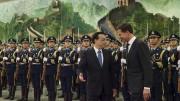 """Le Premier ministre chinois Li Keqiang à Toulouse jeudi pour un sommet économique franco chinois. Il est accompagné par Manuel Valls. Photo """"Premier Li Keqiang"""" by Minister-president Rutte - http://www.flickr.com/photos/minister-president/10866435275/. Licensed under CC BY 2.0 via Wikimedia Commons."""