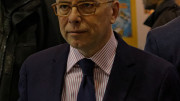 Photo « Salon du livre 2015 - Cazeneuve 01 » par Varmin — Travail personnel. Sous licence CC BY-SA 3.0 via Wikimedia Commons.