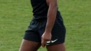 Absent pour la double confrontation France Angleterre, Thierry Dusautoir retrouve la compétition et son brassard de capitaine pour ce France Ecosse préparatoire à la coupe du monde Photo «Thierry Dusautoir 2011» par Craig Boyd — Flickr: IMG_1010. Sous licence CC BY-SA 2.0 via Wikimedia Commons.
