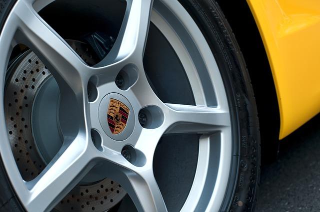 En Porsche à 150 km/h dans les rues Montrabé au nord de Toulouse