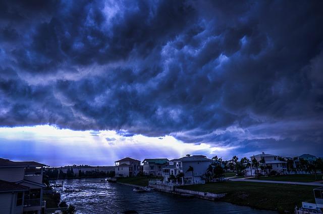 L'ouragan Matthew sur une Floride en état d'alerte