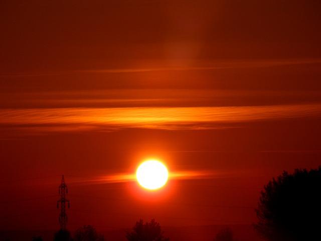 Météo Toulouse. soleil voilé et 20 degrés dimanche après midi