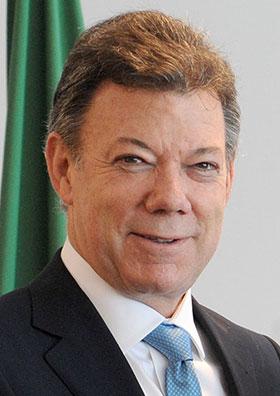 santos-president-de-colombie-prix-nobel-de-la-paix-salue-par-francois-hollande