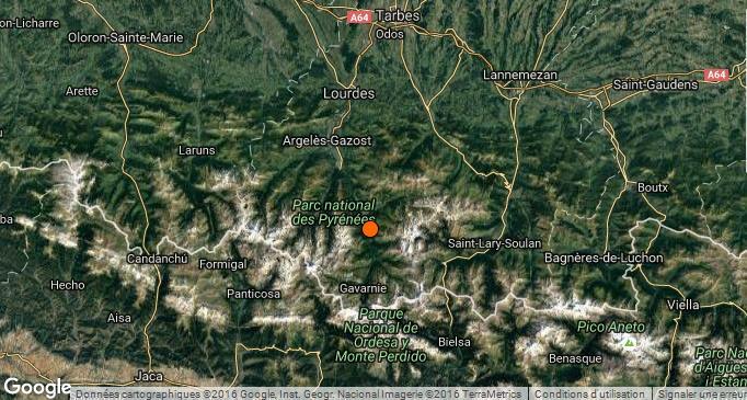 Un tremblement de terre de magnitude 2.7 a été enregistré lundi matin dans les Hautes Pyrénées. Nouveau tremblement de terre dans la région. Cette fois ci la secousse a eu lieu vers 10h45. La secousse, très faible n'a pas causé de dégats. L'épicentre de ce tremblement de terre se situe dans les montagnes non loin de Gavarnie. A une quarantaine de kilomètres de Tarbes et une trentaine de Lourdes. Les secousses sont relativement fréquentes dans la région. La dernière secousse enregistrée, au mois de septembre, était proche des 4 degrés sur l'échelle de Richter et avait été ressentie par de nombreux tarbais.