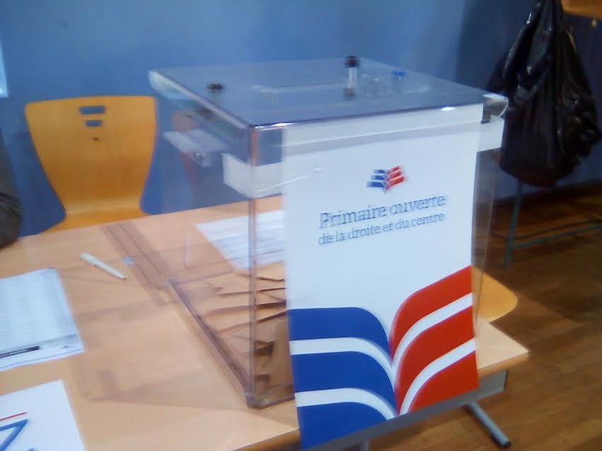 fillon jupp les bureaux de vote ont ouvert. Black Bedroom Furniture Sets. Home Design Ideas