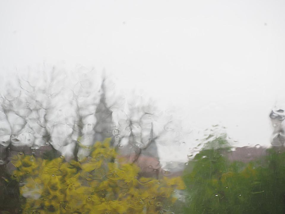 Météo Toulouse. ciel gris, pluie et 9 degrés lundi après midi