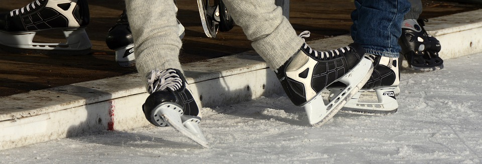 Toulouse. une patinoire sur la place du Capitole