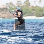Vacances. Barack Obama fait du kitesurf avec Richard Branson patron de Virgin