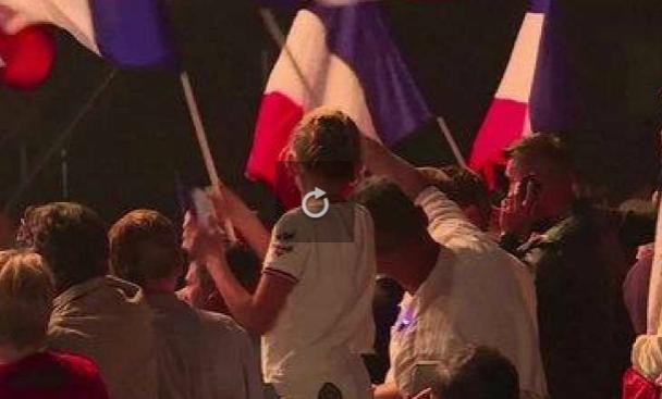 """À Nice, les partisans de Marine Le Pen scandent """"Macron on t'enc*le"""""""