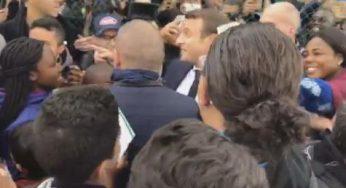 Foot et ovation pour Macron à Sarcelles