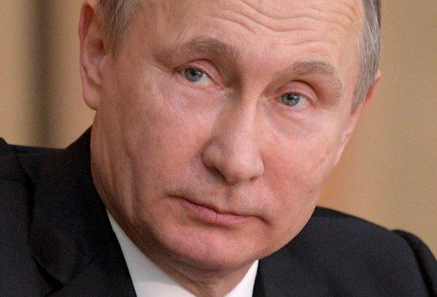 Poutine en visite à Versailles sera reçu par Macron
