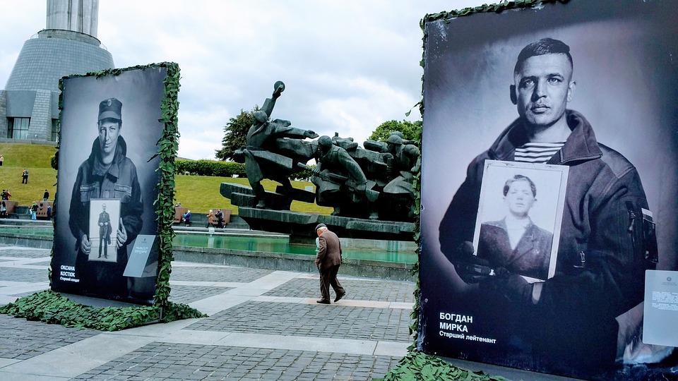 Plus de 10 000 morts au 4e année de guerre en Ukraine