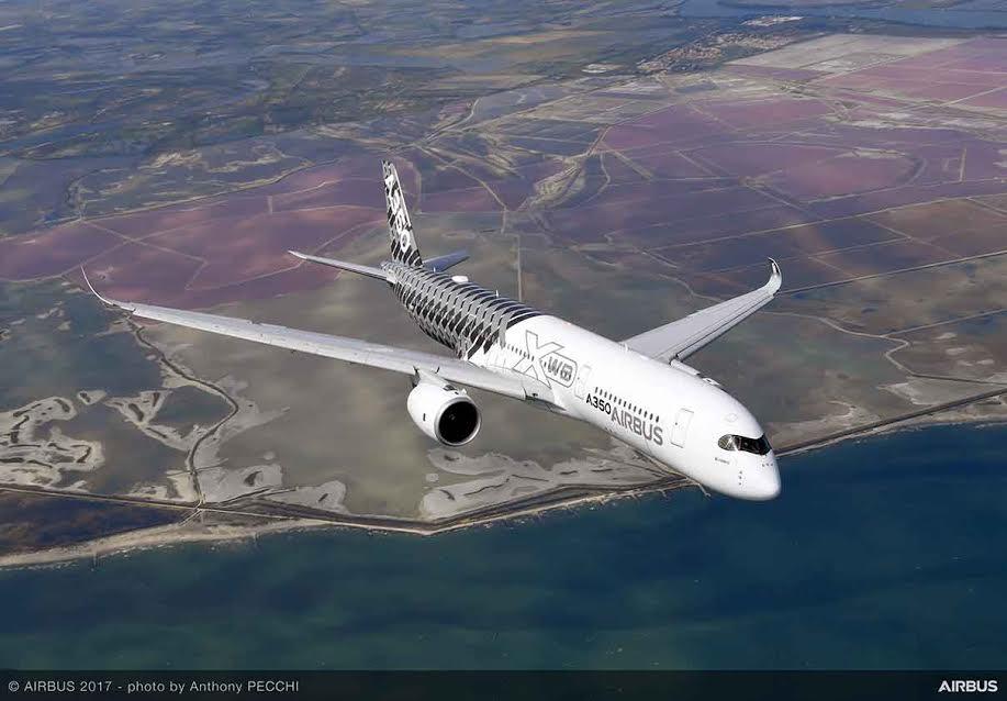 """""""Cette commande significative constitue un véritable vote de confiance envers nos produits leaders des segments monocouloirs et gros-porteurs"""", a déclaré Tom Enders. """"La Chine est à ce jour l'un des marchés majeurs de l'aviation dans le monde, et c'est pour nous un honneur de contribuer au développement et à la croissance rapides de l'aviation civile chinoise grâce à notre gamme de produits compétitive. Selon les dernières prévisions globales de marché (GMF) 2017-2036 d'Airbus, la flotte mondiale d'avions commerciaux d'une capacité supérieure à 100 sièges va plus que doubler au cours des 20 prochaines années, pour représenter plus de 40 000 appareils. Une croissance qui s'explique par la hausse du trafic de 4,4 pour cent par an. Les marchés émergents tels que la Chine restent un véritable moteur de croissance, et il est prévu que le transport aérien intérieur en Chine deviendra le plus important au monde."""