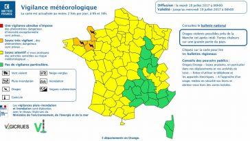 Quelques averses ce matin sur la Bretagne, puis le temps va rapidement devenir chaud et lourd. Cet après-midi, des Côtes d'Armor au département de la Manche, des orages vont se déclencher. Vers le milieu de l'après-midi (début d'évènement vers 15 heures locales) Ils pourront être violents, mais brefs, accompagnés de chutes de grêle, de fortes rafales de vent, de fortes intensités pluvieuses, d'une forte activité éléctrique. Ces orages pourraient gagner les départements plus à l'est en soirée.