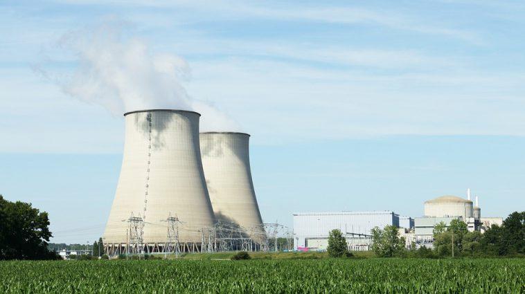 Greenpeace allume un feu d'artifice dans une centrale nucléaire