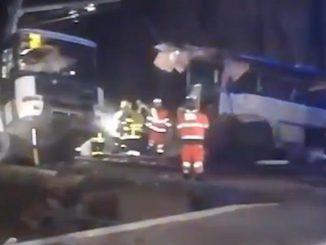 Accident de Millas les images du bus, coupé en deux, témoignent de la violence du choc
