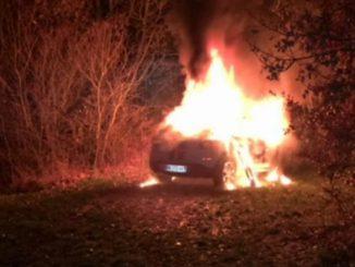 Pibrac. une voiture en feu sur le rond point de l'Europe