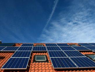 À Toulouse, des citoyens investissent dans des panneaux solaires pour produire de l'énergie propre