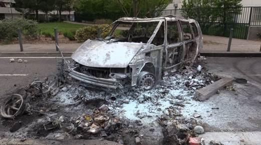 Voitures brulées, policiers attaqués, la vidéo des émeutes à Toulouse Reynerie