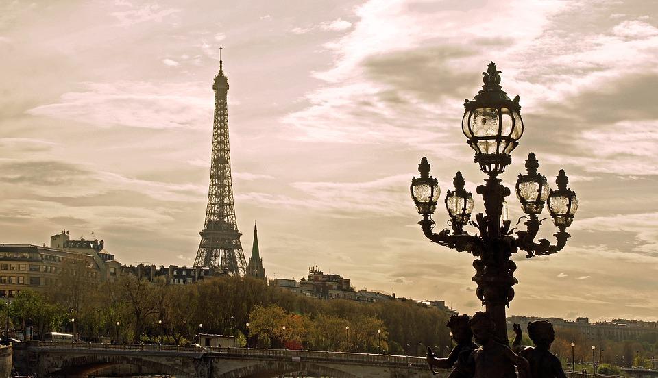 Tour Eiffel, Corse, Audiard, ça s'est passé un 15 Mai