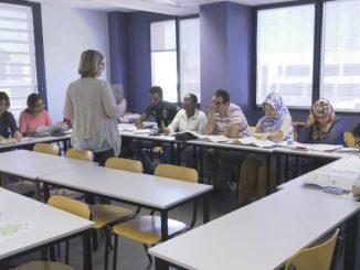 Des réfugiés apprennent le Français à la FAC pour commencer une nouvelle vie à Toulouse