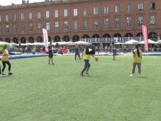 Festoval Toulouse celèbre le rugby place du Capitole