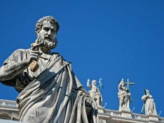 Macron au Vatican: les enjeux