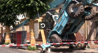 Spectaculaire accident d'une grue monte-charge à Toulouse