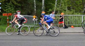 Alaphilippe gagne au Grand Bornand, Van Avermaet garde le maillot jaune
