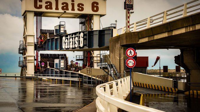 Calais: des centaines de personnes pour la marche solidaire en faveur des migrants