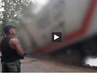 Impressionnant accident d'un camion de 44 tonnes