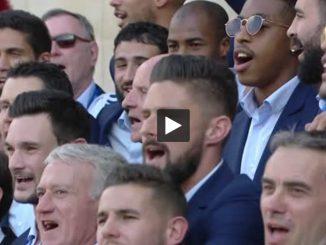 Les bleus chantent la Marseillaise à l'Elysée (Vidéo)