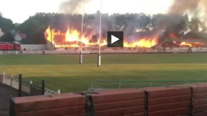 Les tribunes du stade de Lézignan Corbières détruites dans un incendie