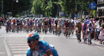 Manifestation sur le Tour de France, du gaz lacrymogène sur les coureurs