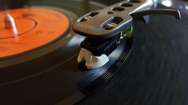 Ces titres signés Aznavour et chantés par Piaf, Gainsbourg ou Johnny Hallyday