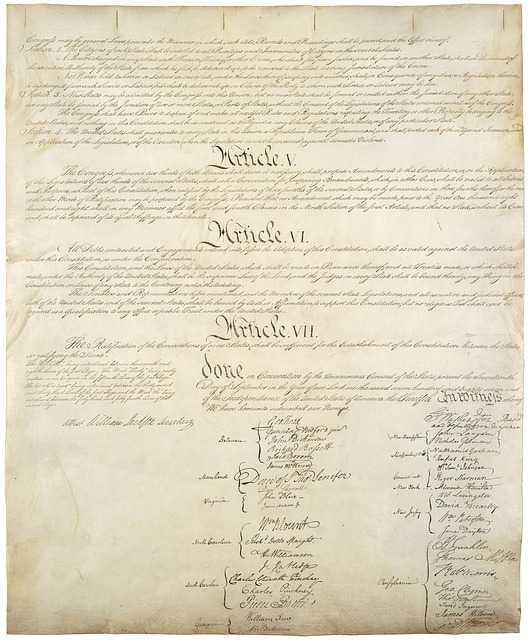 """Opinion - """"Il est décidément temps de changer la Constitution"""""""