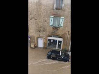 Orage violent dans l'Aude, un torrent se forme dans les rues de la La Palme