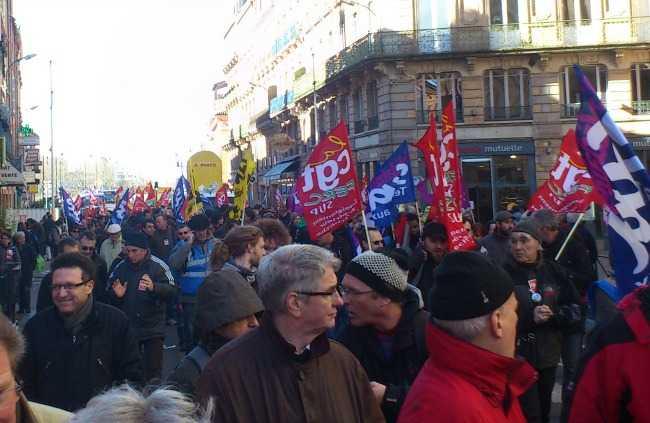 Première mobilisation syndicale de la rentrée contre la politique sociale de Macron