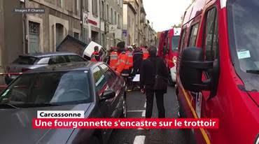 Une fourgonnette vient s'encastrer sur le trottoir d'un boulevard à Carcassonne