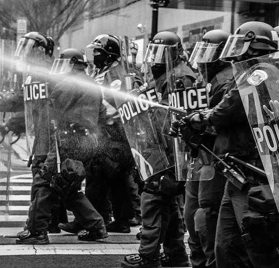 Affrontements entre CRS et lycéens quartier Saint Cyprien à Toulouse