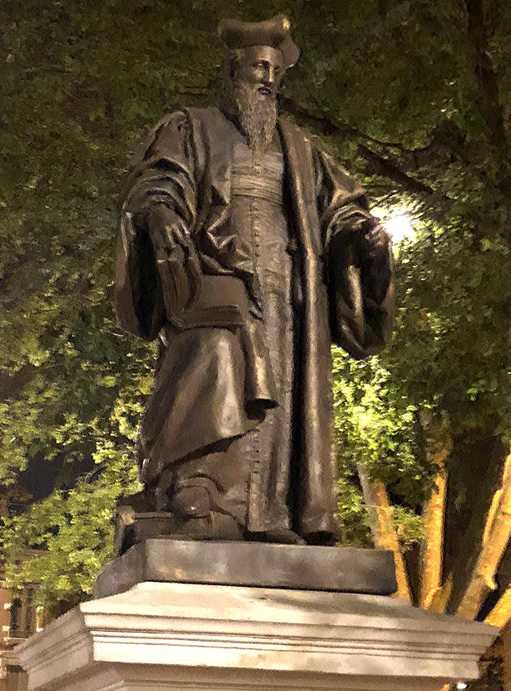 Retour de la statue du toulousain Jacques Cujas place du Salin