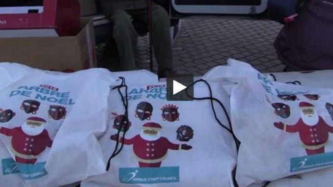 les restos du coeur distribuent leurs premiers jouets de no l dans les rues de toulouse. Black Bedroom Furniture Sets. Home Design Ideas