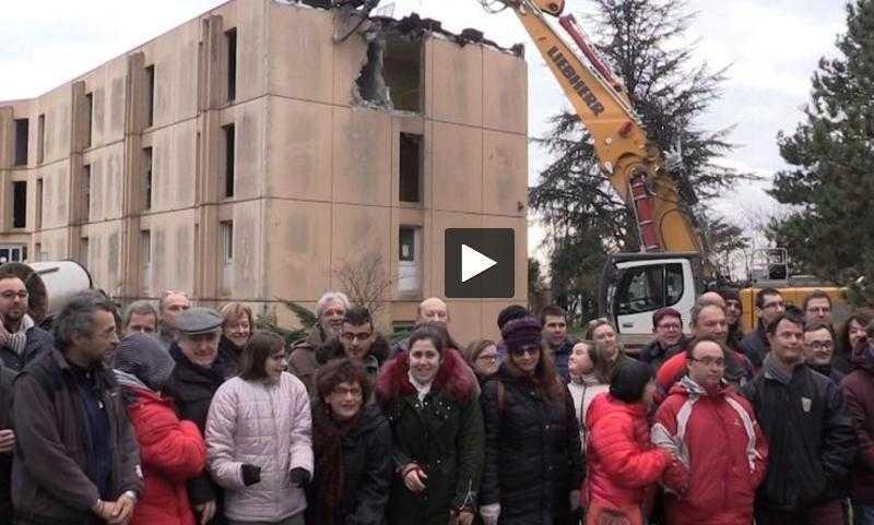 Vidéo -L'immeuble tripode de Saint-Orens détruit devant ses résidents