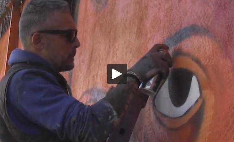 Toulouse. Le graffeur Snake répare sa fresque taguée par les gilets jaunes