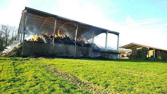 Un hangar totalement détruit par un incendie au sud ouest de Toulouse