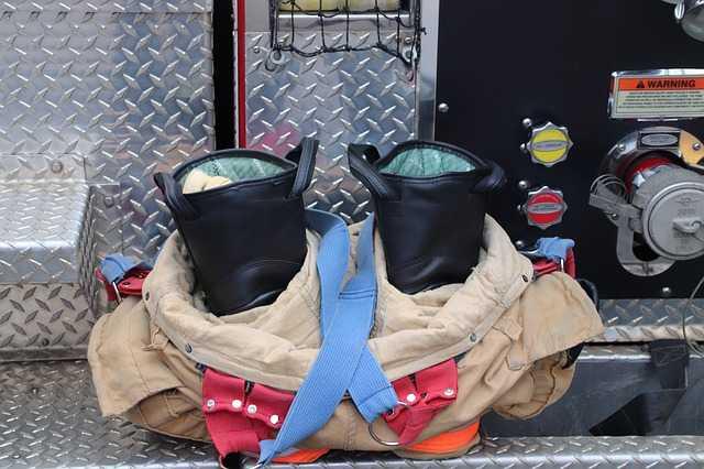 Des Pompiers cibles de tir par arme à feu à Albi